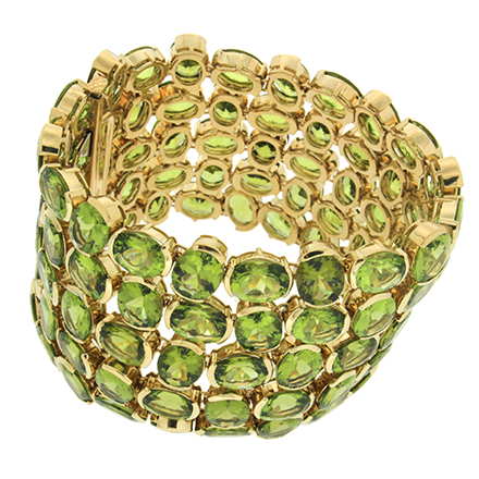 Top 5 Iconic Bracelets and Bangles That Flatter Any Style