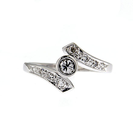 The Story of Diamond Promise Rings
